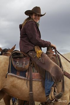 Lilly's a real Cowgirl MC Cowgirl And Horse, Western Girl, Western Riding, Cowboy Up, Cowboy And Cowgirl, Cowgirl Style, Horse Girl, Horse Riding, Cowboy Hats