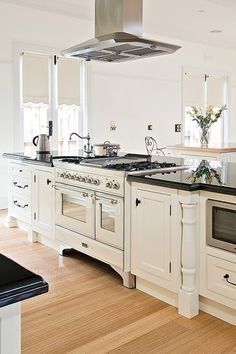 Modern French Country Style Kitchen Decor Ideas 02 French country style uses basic fabrics like cotton, canvas or toile. 1 place to begin is your closet. It's possible to get a single bit of furniture item from them or order furniture for the… Modern French Country, French Country Kitchens, French Country Bedrooms, French Country House, French Country Decorating, Kitchen Country, Modern French Kitchen, Modern French Decor, Country Décor