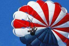 消防逃生:袖珍降落伞        美国研制了一种袖珍降落伞背带,附一副弹簧锁扣。使用时,将锁扣固定在物体上,套上背带下滑。