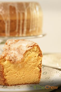 This Buttery Vanilla Pudding Pound Cake is buttery, moist, and oh so delicious! Cookie Desserts, No Bake Desserts, Just Desserts, Delicious Desserts, Pound Cake Recipes, Cupcake Recipes, Dessert Recipes, Pound Cakes, The Chew Recipes