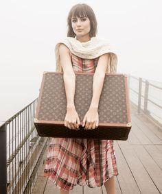 Maria Casadevall, a atriz-revelação de Amor à Vida, cai na estrada com looks atemporais, aconchegantes e inspiradores. http://abr.io/J2g3