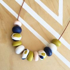Polymer clay bead necklace. Polymer clay necklace. White di RafHop