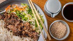 Bún chả: vietnamský grilovaný bůček Bun Cha, How To Cook Pasta, Japchae, Meat, Cooking, Ethnic Recipes, Food, Kitchen, Essen