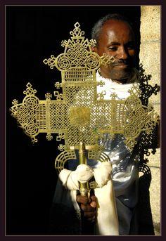 La croix d'Axoum est une précieuse relique pour les orthodoxes ethiopiens qui en ont fait un des grand symbole du christianisme en Afrique. Photo: Reynald Schmid