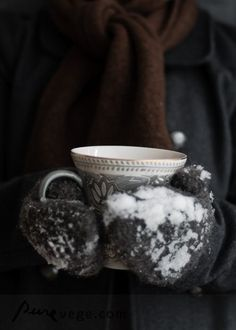 i loooove sitting around a huge roaring fire outside in wintertime, all bundled up and sipping a hot coffee.