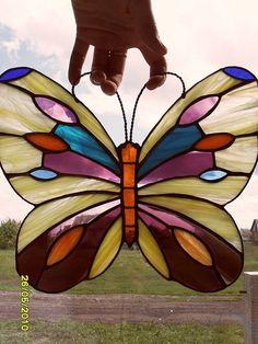 Купить или заказать Бабочка витражная в интернет-магазине на Ярмарке Мастеров. Подвеска из витражного стекла в технике 'Тиффани'.