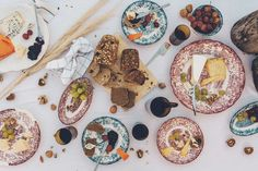 <p>La Cartuja de Sevilla is linked to the intimate memory of many Spanish families who kept the objects of decorated crockery with exotic motifs for special occasions. Its exclusive formula and delicate motifs have been preserved to date as a traditional jewel.</p>