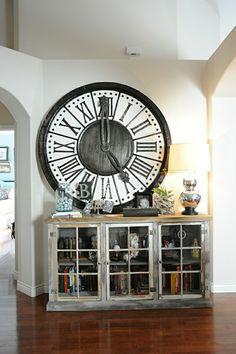 la plus grande horloge a poser pour mur, salon insolite, une pendule murale