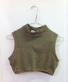 Very cute crop top, vintage from the early 90s ! This one was bought in Candem market. It is made of stretchy polyester. Size tag says S/M.