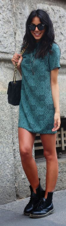 Chiara Biasi Emerald Paisley Shift Dress (different shoes) Pretty Outfits, Chic Outfits, Beautiful Outfits, Fashion Outfits, 20s Fashion, Fashion Models, Autumn Fashion, Shift Dresses, Estilo Blogger