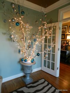 A Stylish Interior: Faux Christmas Tree Silver Christmas, Christmas In July, All Things Christmas, Merry Christmas, Christmas Foods, Victorian Christmas, Vintage Christmas, Xmas Tree, Christmas Trees