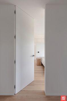 Interior Door Styles, Door Design Interior, Modern Interior Doors, Door Fittings, Bedroom Doors, Minimalist Interior, White Houses, Windows And Doors, Home Deco
