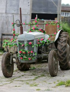 BathVintageWeddingHire-tractor-flowers-alternative-wedding-transport-coutntry-wedding