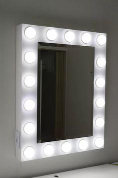 lindo espelho camarim e maquiagem com luzes de led