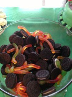 Ninja turtle birthday treats sewer dirt worms. Oreos gummies, 4th birthday, ninja turtle party.