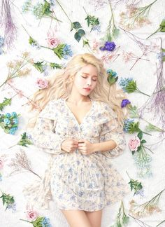 SOLAR of MAMAMOO - is in the middle of her first ever solo concert. It is sure to be a bed of roses for her. Kpop Girl Groups, Korean Girl Groups, Kpop Girls, Solar Mamamoo, K Pop, Cool Girl, My Girl, Sun Solar, Goddesses