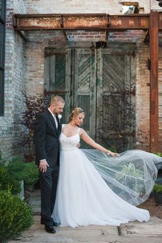Blumen Gardens wedding in Sycamore, Illinois - Photography by Missy at Elite Photo