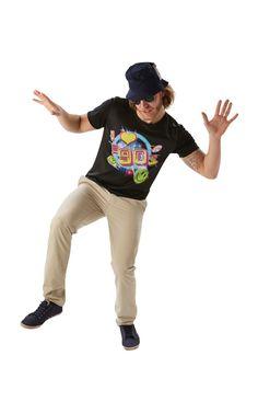 I Love 90 -t-paita. Miesten I Love 90 -t-paita ei nyt varsinaisesti ole mikään naamiaisasu, sillä se sopii käytettäväksi vaikka ihan joka päivä. Paidalla voi osoittaa rakkauttaan tuota ihanaa tyttö- ja poikabändien, grungen, surffitukkien ja flanellipaitojen vuosikymmentä kohtaan.