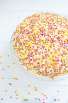 This is the best confetti birthday pie ever. Birthday Pies, Birthday Cake, Confetti Cake, Cake Cookies, Sprinkles, Sweet Tooth, Good Food, Candy, Classic