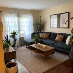 Small Apartment Living, Small Apartment Decorating, Small Living Rooms, Home Living Room, Living Room Designs, Cozy Apartment, Cozy Living, Living Room Decor Ideas Apartment, Decorating Small Living Room