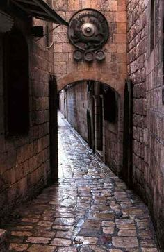 Old town street, Aleppo, Syria Syria Before And After, Aleppo City, King's Landing, Old Street, Islamic Architecture, Old City, City Streets, Damascus, Beautiful Places In The World