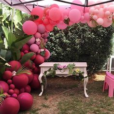 """Getting ready to bring in the new year!! Bring it on 2018!! """"Believe in yourself and you will be unstoppable!"""" Ombre balloons for a special first birthday #ombreballoons #pinks #letsfamingle #tropical #firstbirthday #birthdaygirl #pinkparty #pinkballoons #balloonart #balloongarland #sydneyballoons #sydneykids #kidsparty #partydecor #flamingleparty #partytime #beautifulballoons #1stbirthday #tropical #flamingo #flamingolove #baloes #gopink #instagood"""
