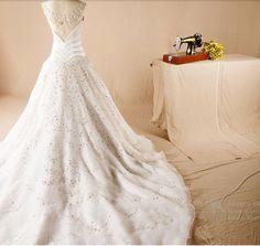 http://pt.aliexpress.com/item/2015-handmade-luxury-palace-diamond-super-luxury-long-trailing-wedding-dress/32289168538.html?recommendVersion=1