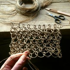 Making a knotless netted bag, twining fibres into cordage as I go Wire Crafts, Diy And Crafts, Diy Luminaire, Flax Fiber, Diy Inspiration, Net Bag, Plant Fibres, Weaving Textiles, Macrame Knots