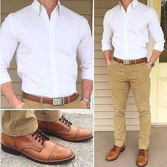Camisa blanca pantalón caqui outfit style moda męska, moda męska y strój. Business Casual Men, Men Casual, Casual Wedding Attire For Men, Casual Groomsmen Attire, Smart Casual, Mode Outfits, Casual Outfits, White Outfits, Dress Casual