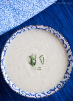 White Gazpacho ~ Cool, refreshing, and filling, this classic Spanish white… Soup Recipes, Vegan Recipes, Cooking Recipes, Gaspacho Recipe, White Dinner, Chilled Soup, Zucchini Soup, Suppers, Kitchens
