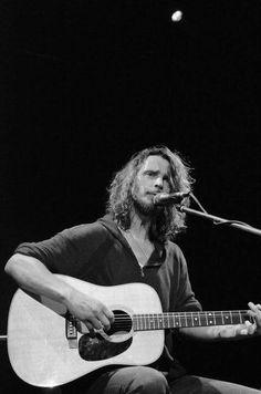 Seattle, Feeling Minnesota, Eddie Vedder, Chris Cornell, My Muse, Pearl Jam, Most Beautiful Man, My Hero, Singing