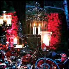 The candle light here really shows you how beautiful it can look with a black and red take on this theme. Its mystical and adventuras. Just filled with a sensual atmosphere to take your guests away throughout the night!