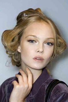 Maquillage doux avec un accent sur les yeux