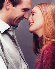Ralph Fiennes as Maurice Bendrix and Julianne Moore as Sarah Miles.