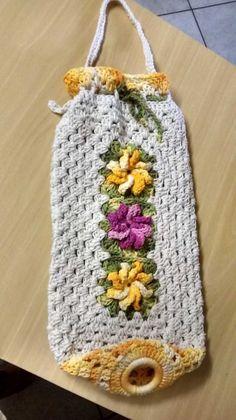 Puxa Saco de Crochê Diferente Passo a Passo: Gráfico – 30 Fotos - Artesanato Passo a Passo! Crochet Kitchen, Crochet Home, Love Crochet, Crochet Gifts, Crochet Yarn, Crochet Square Patterns, Macrame Patterns, Knitting Projects, Crochet Projects