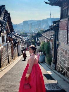 Fall in Seoul   Seoul Best Travel   Seoul Attraction   Seoul Photography Seoul Photography, Village Photography, Seoul Attractions, Visit Seoul, Places To Go, Journey, Asian, Culture, City