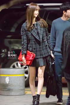 101714 looking like royalty Snsd Fashion, Asian Fashion, All About Fashion, I Love Fashion, Winter Fashion, Blazer Pattern, Yoona Snsd, Asian Celebrities, Airport Style