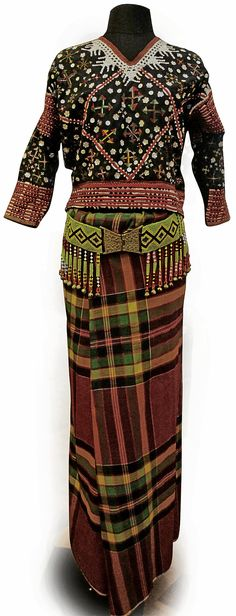 NATIVE costumes from Southern Philippines are known for their bold colors and ornate details. Inline, Filipiniana Dress, Filipiniana Modern, Philippines Fashion, Tribal Outfit, Filipino Culture, Tribal Looks, Filipino Tattoos, Barong Tagalog