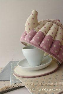 Присаживайтесь, хотите чаю? пусть суета и хлопоты подождут...пироженку?:))))))))))  на первый взгляд это просто чайник... а на второй взгл...