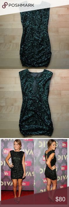 Alice + Olivia Green Sequin Dress Super cute for the holidays and in excellent condition! Alice + Olivia Dresses
