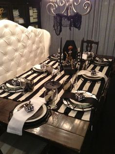 An elegant and fun Tim Burton-inspired Halloween Tablescape Makes me think of Beetlejuice :) halloween tablescape Halloween Chic, Table Halloween, Halloween Table Settings, Beetlejuice Halloween, Halloween Home Decor, Halloween Design, Halloween Party, Beetlejuice Wedding, Gothic Halloween Decorations