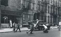 This photo, by Arthur Leipzig, was taken in Brooklyn in Bed-Stuy? East New York? The black and white players as well as the kosher market tell us it was an ethnically mixed neighborhood. History Of Photography, Street Photography, White Photography, Photography Ideas, Jamel Shabazz, Photo New York, Street Game, Berenice Abbott, Vintage New York