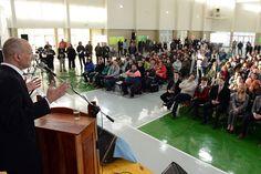Buzzi encabezó la presentación de novedosas capacitaciones para organizaciones de la economía social http://www.ambitosur.com.ar/buzzi-encabezo-la-presentacion-de-novedosas-capacitaciones-para-organizaciones-de-la-economia-social/ Fue en el cierre del Encuentro Regional de la Economía Social en Chubut que, con 250 participantes de toda provincia, se desarrolló este lunes en el gimnasio de la imponente escuela 7.721, recientemente inaugurada por el Gobierno Provincial en