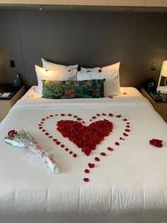 Wedding Room Decorations, Romantic Room Decoration, Romantic Bedroom Decor, Romantic Home Dates, Romantic Date Night Ideas, Romantic Dinner Setting, Romantic Dinners, Romantic Room Surprise, Romantic Hotel Rooms