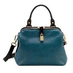 Mavi bir deri çantayla herkes sizi kıskanacak...