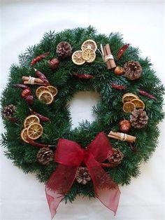 Vánoční+věnce+a+věnečky+na+stůl+i+na+dveře