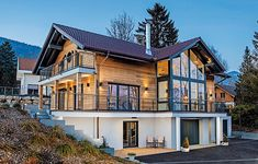 Holzhaus mit Gaube. Foto: Weberhaus