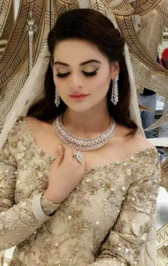 Minal khan at bridal couture Asian Bridal Dresses, Bridal Mehndi Dresses, Bridal Outfits, Bridal Henna, Pakistani Bridal Makeup, Pakistani Wedding Outfits, Indian Bridal, Fancy Dress Design, Bridal Makeover