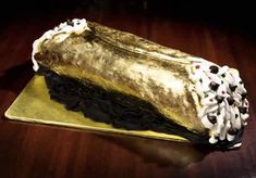 """$26,000 Cannoli from Most Expensive Desserts Ever  This Italian sweet treatfrom Jasper Restaurant inKansas City, Mo., is filled with whipped ricotta cheese, mixed with candied lemons and comes with an Italian diamond studded necklace. """"I'LL TAKE TWO PLEASE!!"""" Chefs, Most Expensive Food, Cannoli Cake, Edible Gold Leaf, Great Recipes, Favorite Recipes, Candied Lemons, Italian Desserts, Restaurant Recipes"""