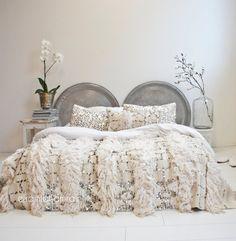 Moroccan vintage handira 39 by ElRamlaHamra on Etsy Moroccan Bedroom, Moroccan Decor, Moroccan Lanterns, Moroccan Interiors, Moroccan Tiles, Moroccan Wedding Blanket, Dreams Beds, Kid Beds, Soft Furnishings